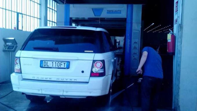 Blue Tunnel-type Car Washing Equipment Brushless With High Efficiency