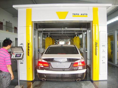 Tunnel-type Automatic Car Washing Machine For Washing 600 - 800 Cars Per Day